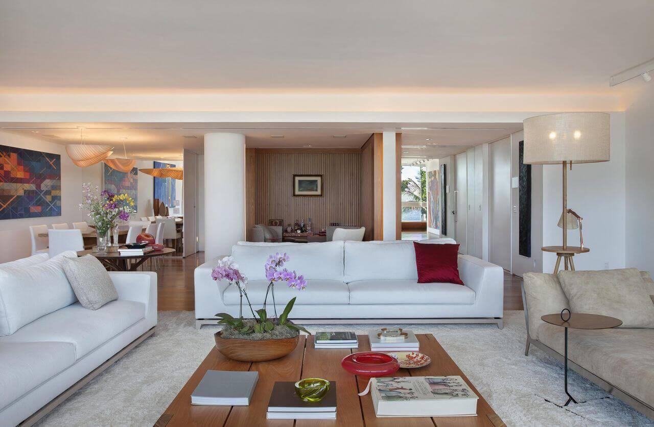 mesa de madeira sala de estar centro com vaso escala arquitetura 3109