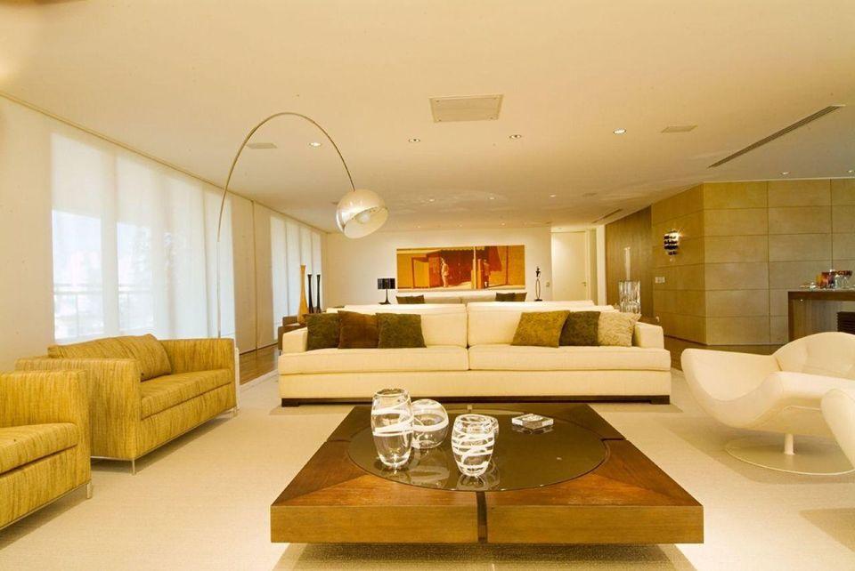 mesa de madeira - sala de estar com mesa de centro de madeira