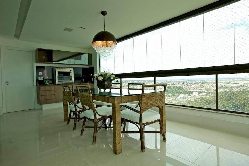 mesa de madeira varanda com cadeiras trancadas ludmilla coutinho 43513