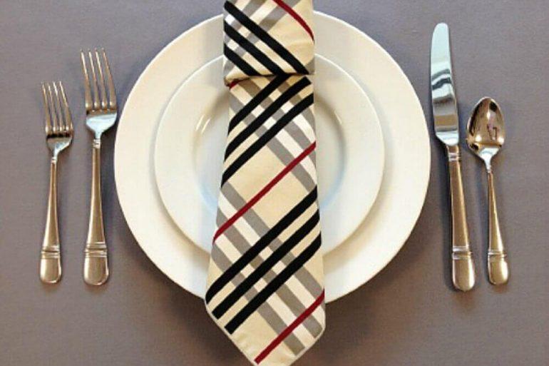 mesa para dia dos pais decorada com gravata