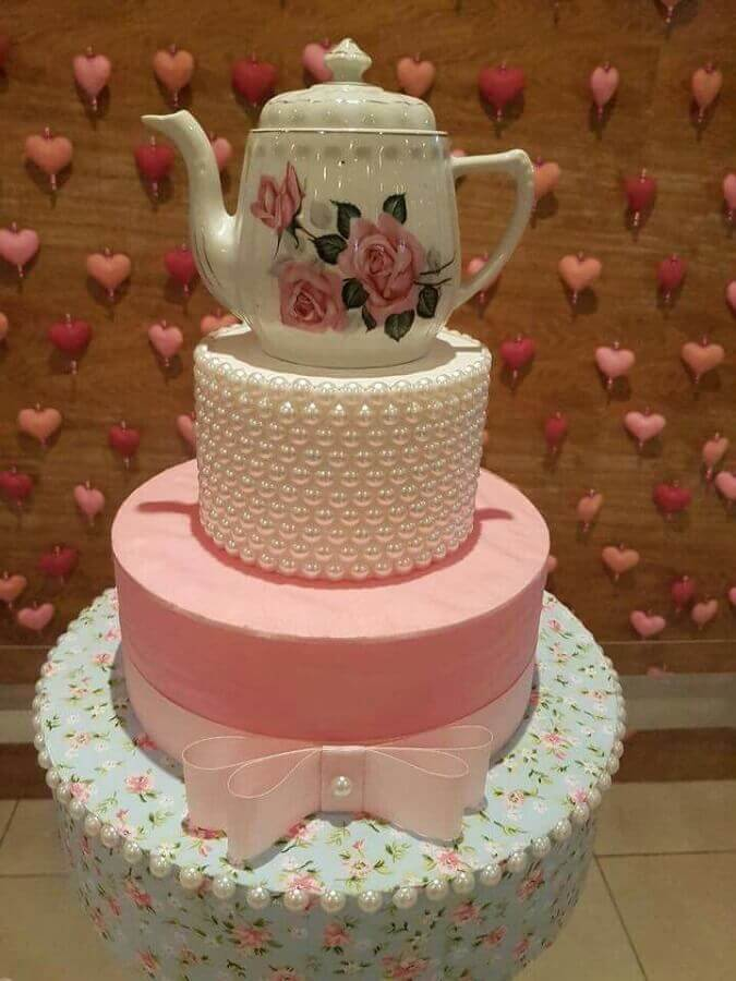 modelo de bolo fake para festa de chá de panela Foto Pinterest