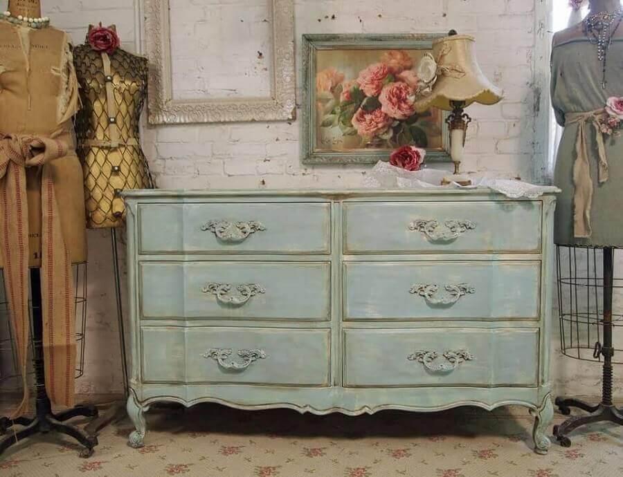 modelo de cômoda vintage com pintura envelhecida Foto Sarah Rayala