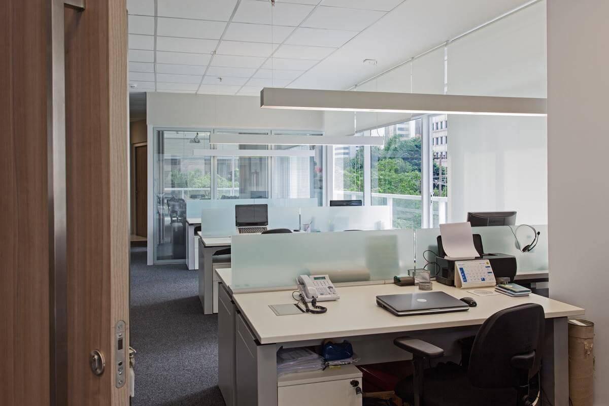 moveis para escritorio com divisoria vidro sesso e dalanezi 4957
