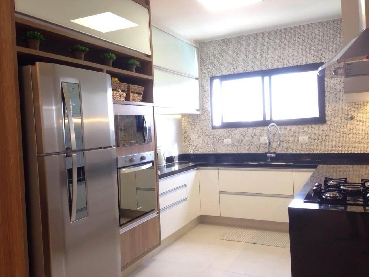 pastilhas de vidro cozinha com janela jaqueline salvador 55563