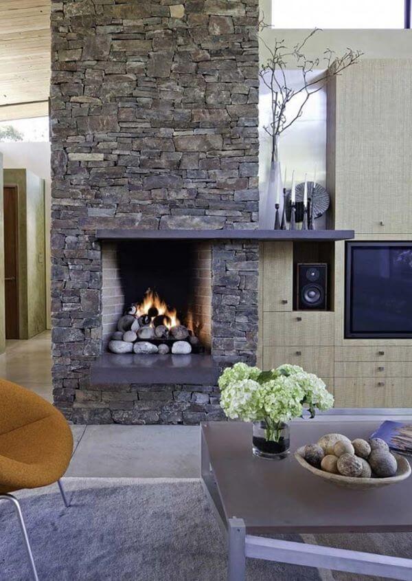 Pedras decorativas na decoração da lareira