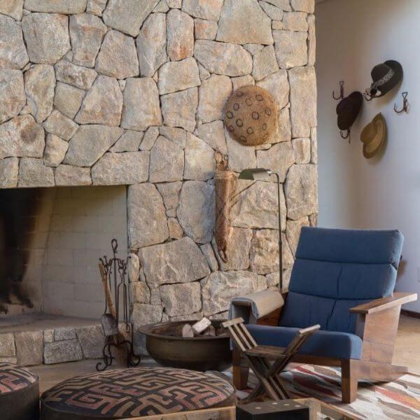 Pedras decorativas na sala de estar