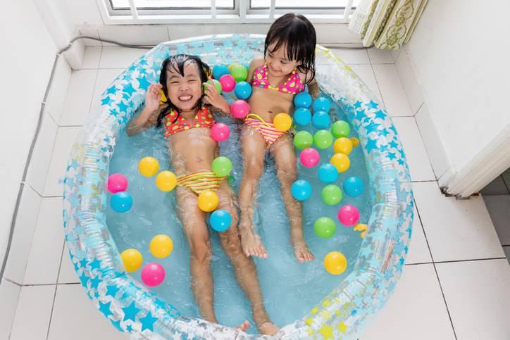 piscina inflavel pequena em casa-min