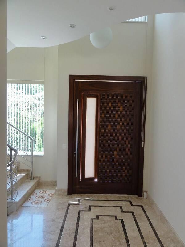 portas de madeira escura hall de entrada leonice alves 46819