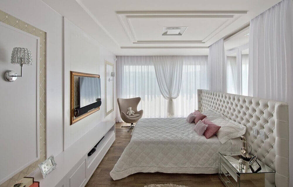 quarto de casal sofisticado decorado com cabeceira casal capitonê branca
