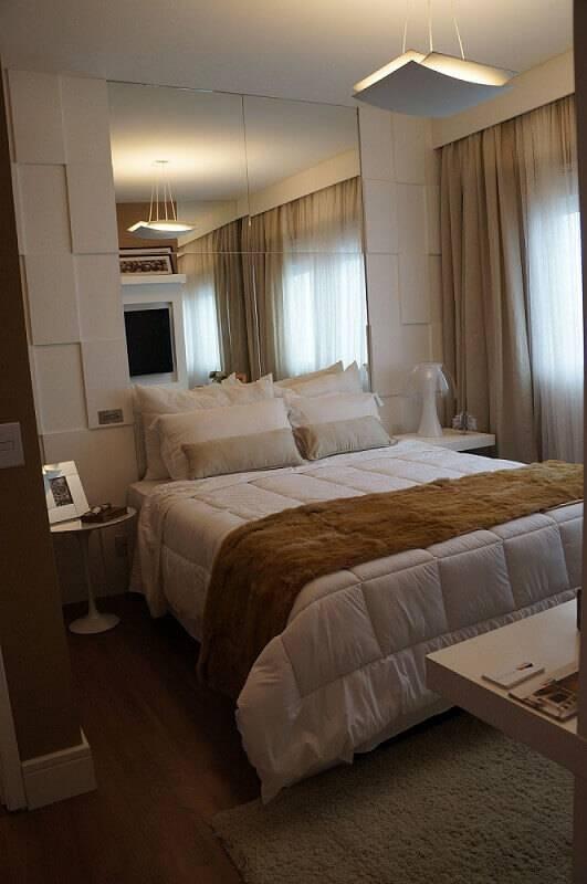 revestimento 3d quarto de casal com espelho mauren buest 146043