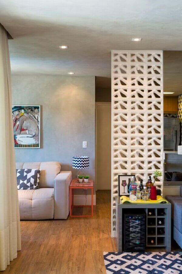 sala decorada com cobogó cerâmico branco Foto Gabriela Marques