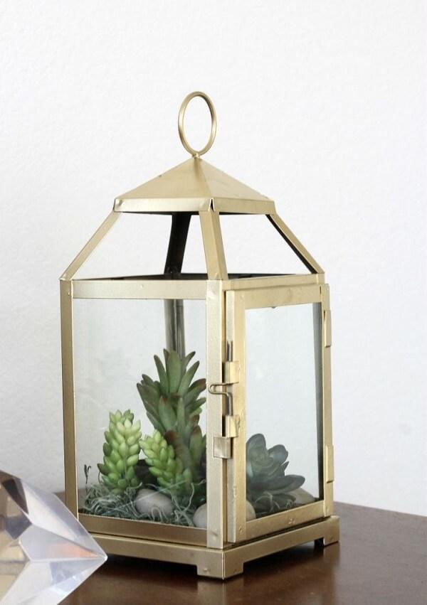A estrutura da lanterna marroquina pode servir de base para o seu terrário