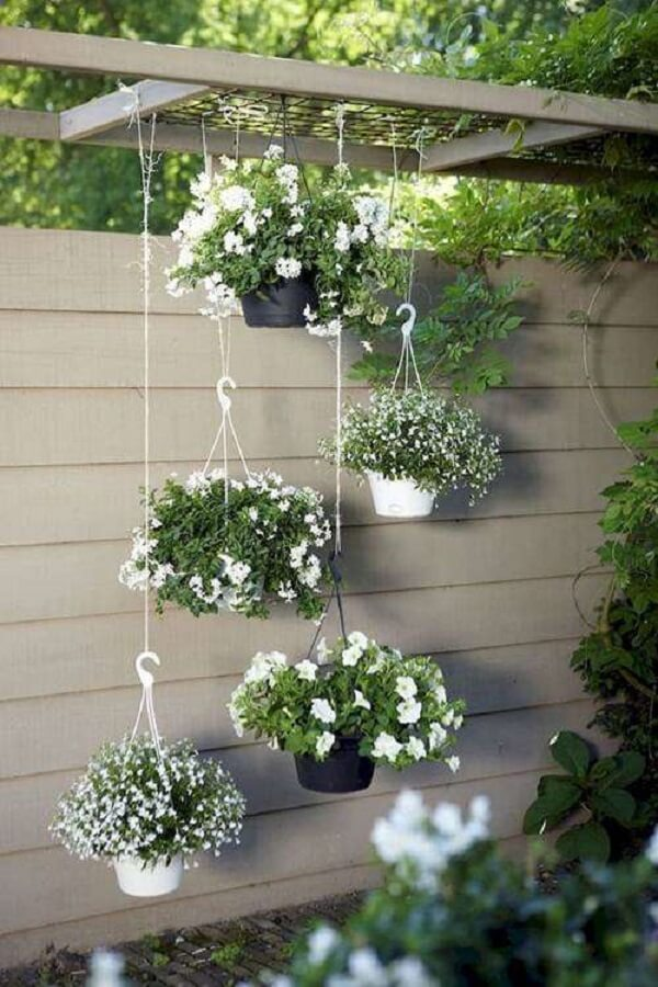 Modelo de jardim suspenso delicado e florido