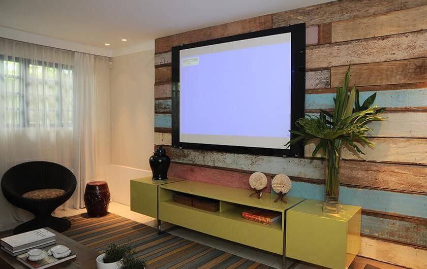 Rack para sala de estar com cor amarela