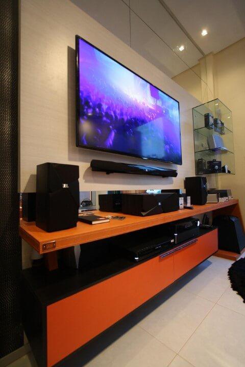 Rack para sala colorido laranja com preto