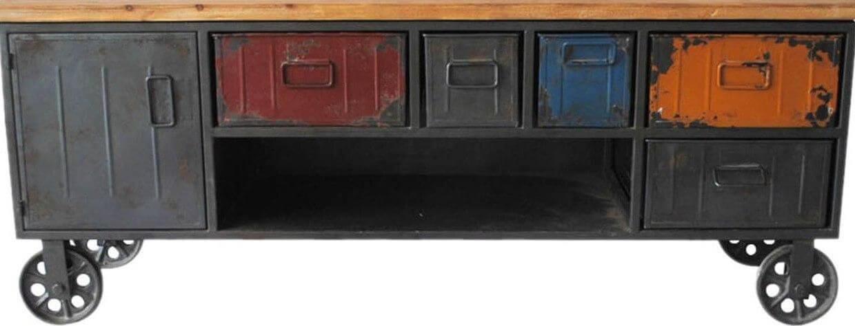 Rack para sala industrial com visual desgastado