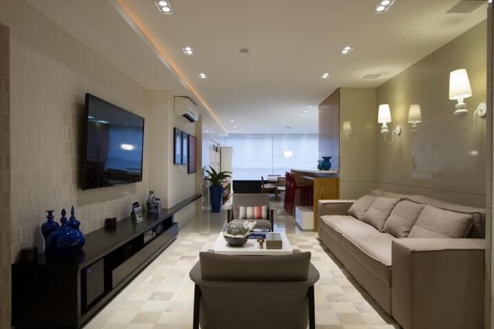 Rack para sala preto moderno em sala clássica