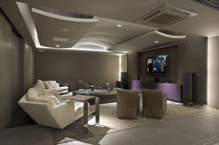 Rack para sala roxo na sala de estar discreta