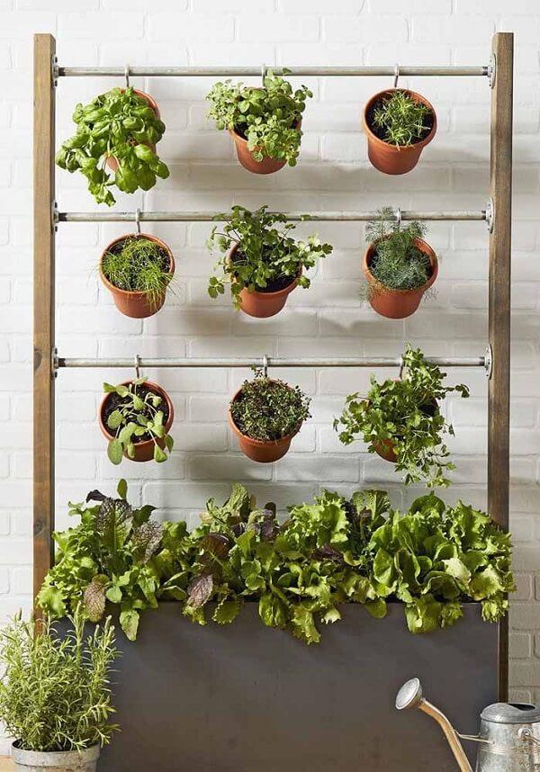 Reserve um espaço especial e monte uma mini horta caseira suspensa
