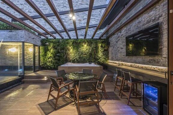 Spa em casa com jardim vertical Projeto de Andrea Buratto