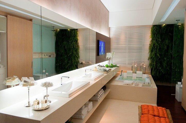 Spa em casa em banheiro de casal Foto de Pamela Zottis