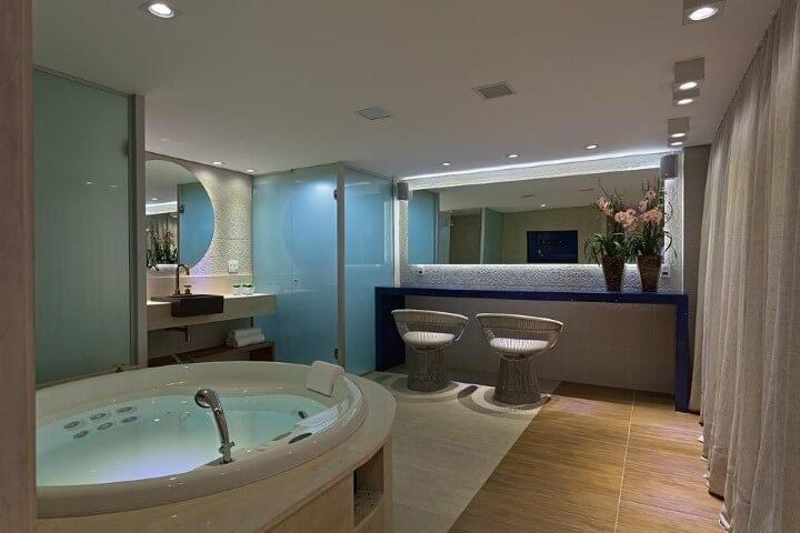 Spa em casa em sala de banho Projeto de Mariana e Thaysa
