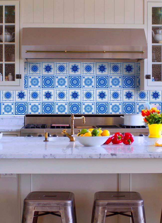 Balcão da cozinha com azulejo português