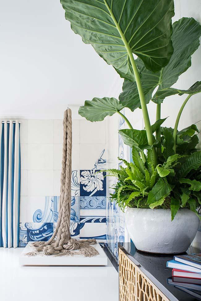 Detalhe na parede com azulejo português