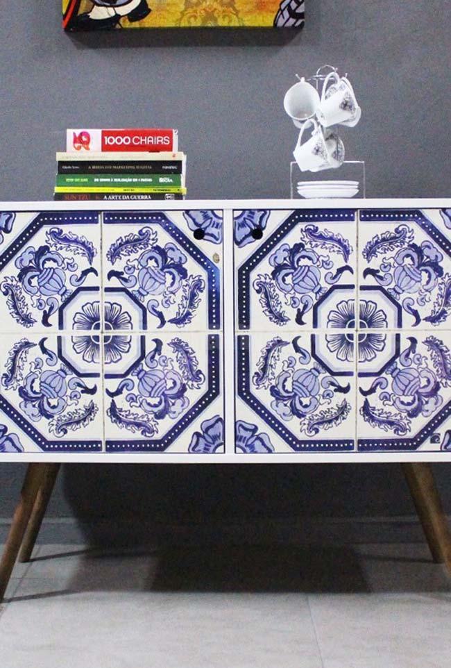 Aparador com azulejo português na decoração moderna