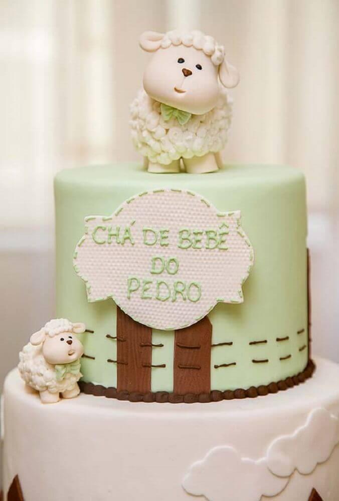 bolo para chá de bebê verde com ovelhas na decoração Foto Pinterest