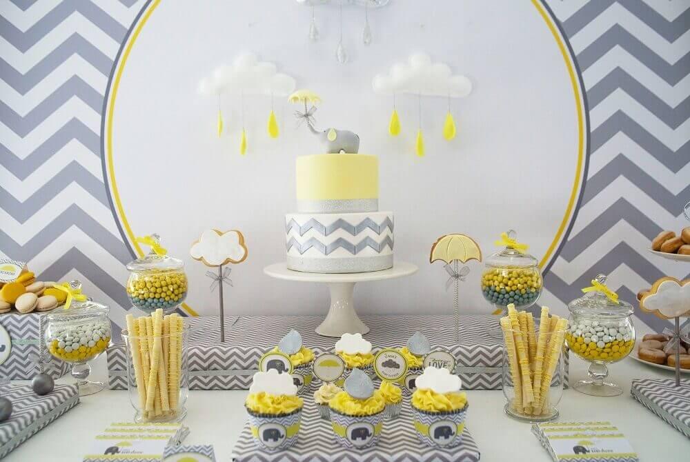 chá de bebê com decoração neutra amarelo e cinza Foto Baby Shower Ideas