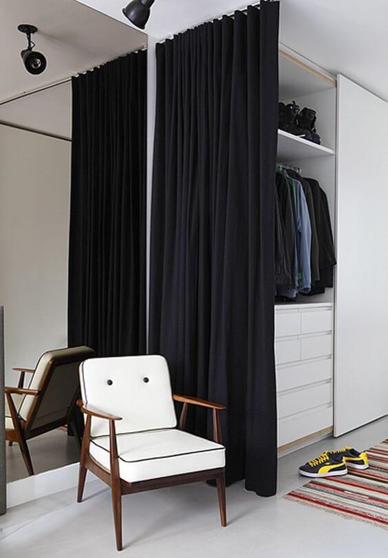 Cortina preta no closet pequeno e barato
