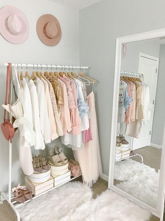 Closet pequeno e barato quarto com espelho