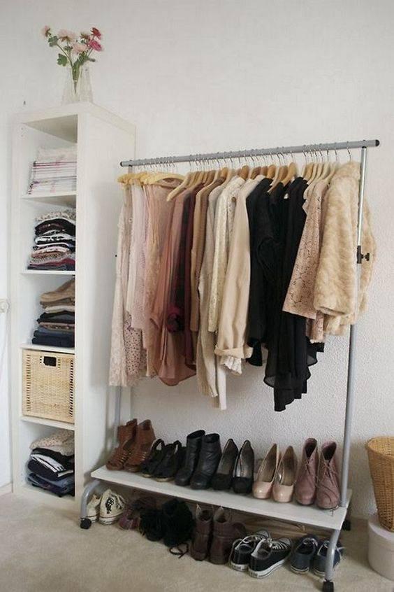 closet pequeno e barato com arara de ferro