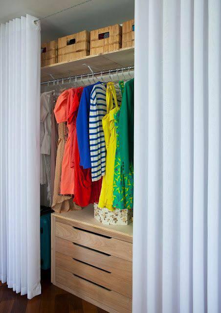closet pequeno e barato com caixas