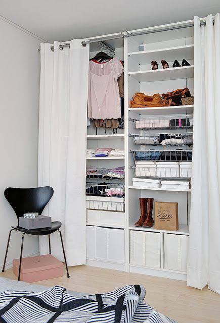 closet pequeno e barato com cortina organizado