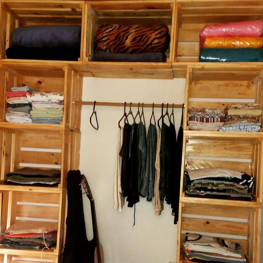 45 ideias de closet pequeno e barato para voc aplicar na sua casa. Black Bedroom Furniture Sets. Home Design Ideas