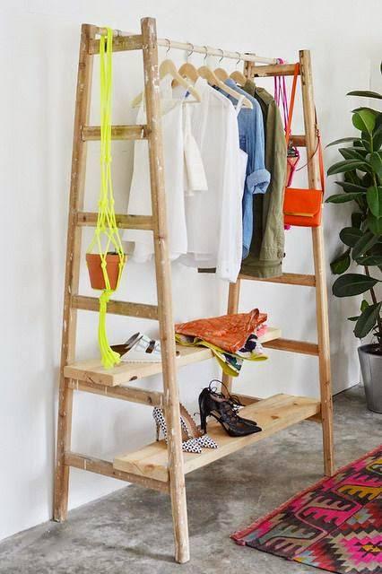 closet pequeno e barato de escadas