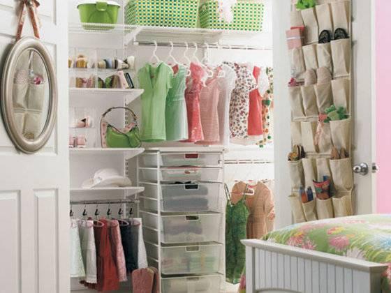 closet pequeno e barato organizado