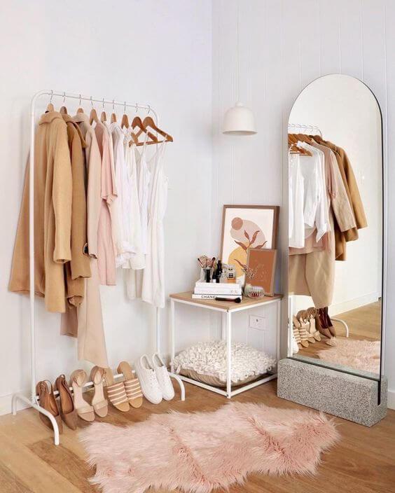 Closet pequeno estilo boho chic