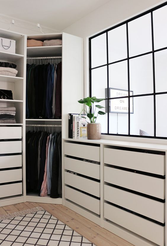 Closet pequeno planejado