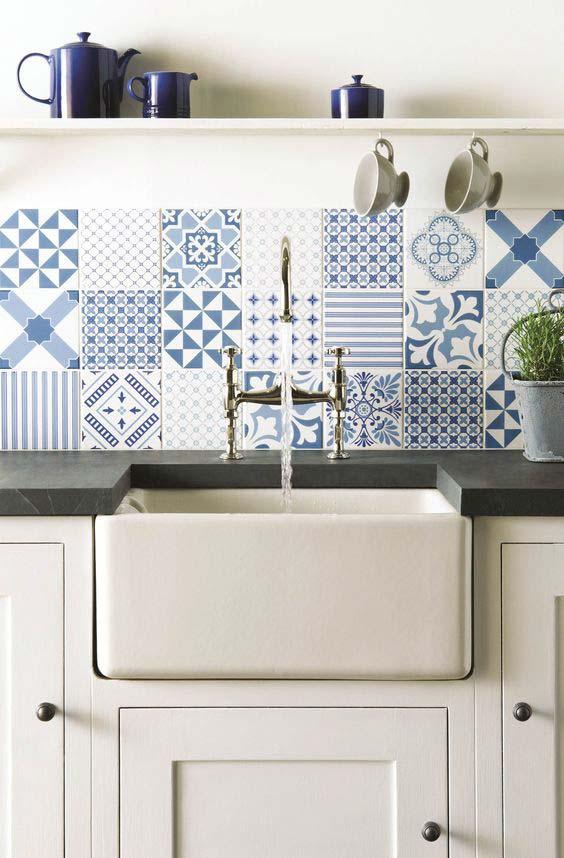 Cozinha chique com azulejo português