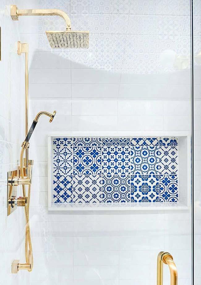 Nicho de banheiro com azulejo português