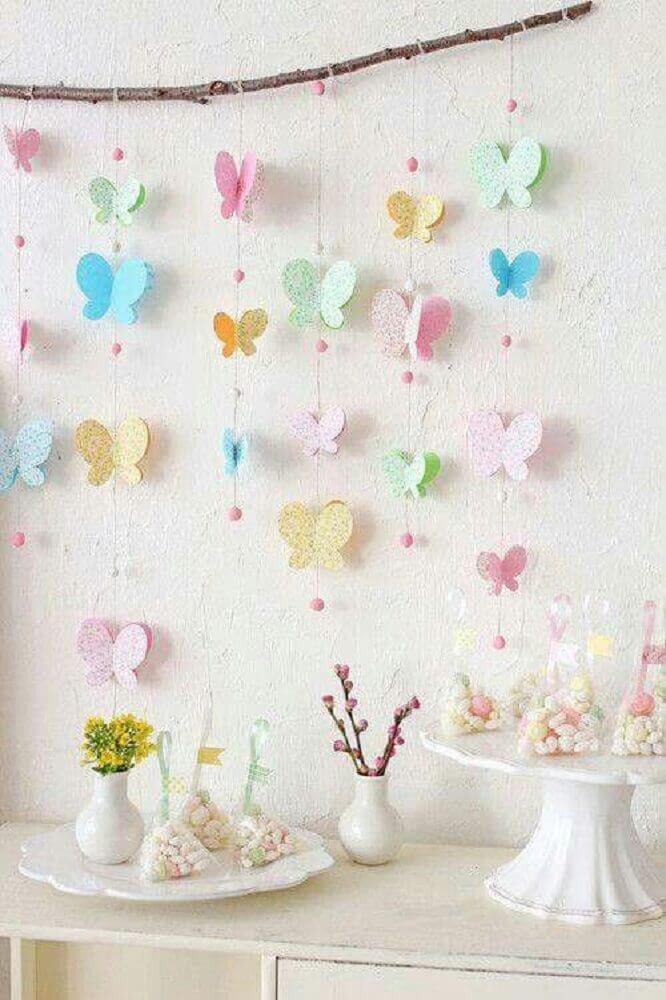 decoração delicada para chá de bebê com varal de borboletas Foto Pinterest