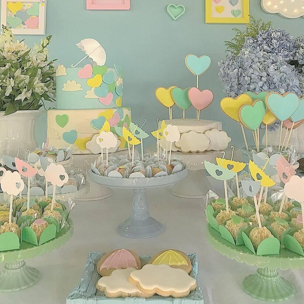 decoração em tons pastel para chá de fralda Foto Calissa John
