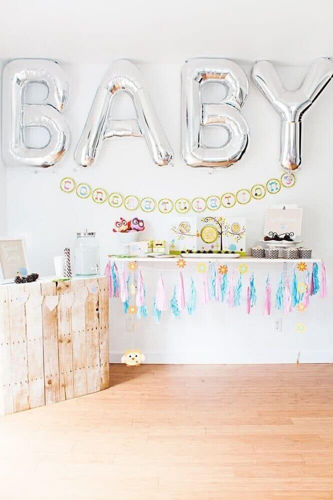 decoração simples para chá de bebê com balões em formato de letra Foto Baby Shower Ideas