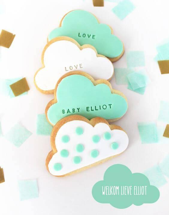 Decoração de chá de bebê com biscoitos de lembrancinhas