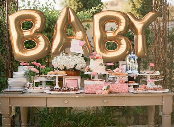 Decoração de chá de bebê mesa com megabalões