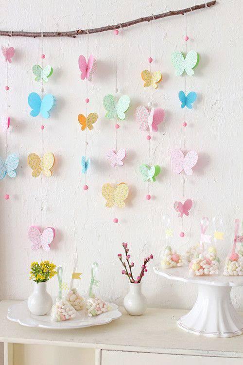 Decoração de chá de bebê com varal de borboletas