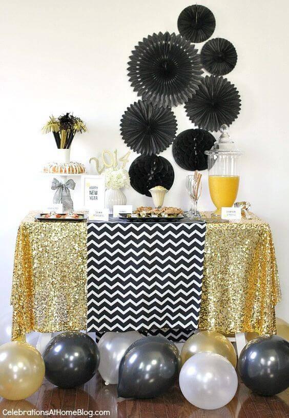 decoracao de festa com dourado e preto